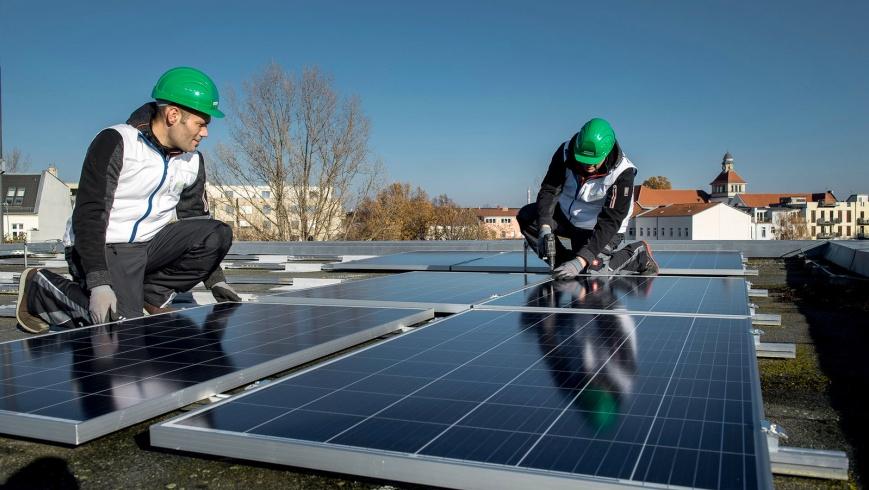 Solardachmontage der Berliner Stadtwerke
