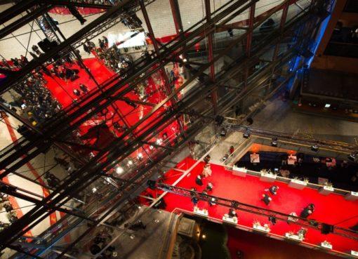 Berlinale: Blick auf den roten Teppich im Berlinale-Palast