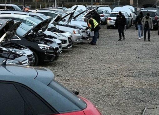Polizeiaktion mit Beschlagnahme von PKWs