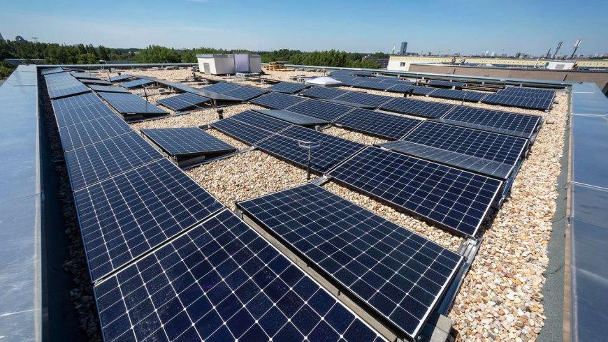Photovoltaikanlage auf dem Dach in der Sewanstraße 20/22 - Foto: © HOWOGE, Dombrowsky