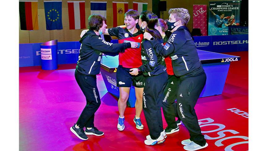 Jubeln im Team: Irina Palina, Match-Winnerin Nina Mittelham Foto: © Helmut Ploberger